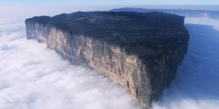 nature-roraima-clouds