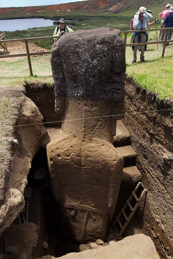 1436684063_easter-island-statue-bodies-1
