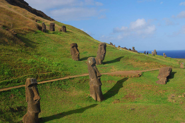 1436684065_easter-island-statue-bodies-4